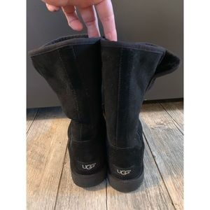 Short Black Abree style UGGS woman's size 7